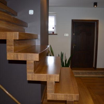 schody-dywanowe-krakow-stolarnia-woma-1