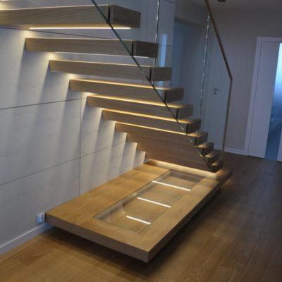 schody-polkowe-stolarnia-krakow-woma