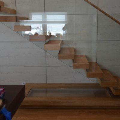 schody-wspornikowe-debowe-stolarnia-woma