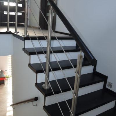 balustrady-z-elementami-metalowymi-stolarnia-woma-5