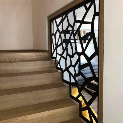 schody-dywanowe-balustrada-azurowa-czarna-stolarnia-woma-krakow-c5.