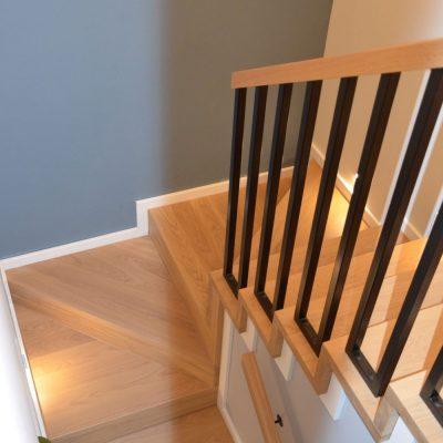 schody-dywanowe-stolarnia-woma-krakow-balustrada-czarna-metalowa-9.