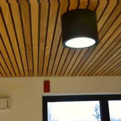 sufit-drewniany-listwowy-podwieszany-woma-krakow-b4.