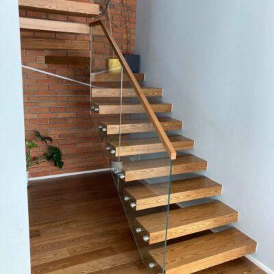 schody-wspornikowe-jesionowe-balustrada-szklana-1.jpg