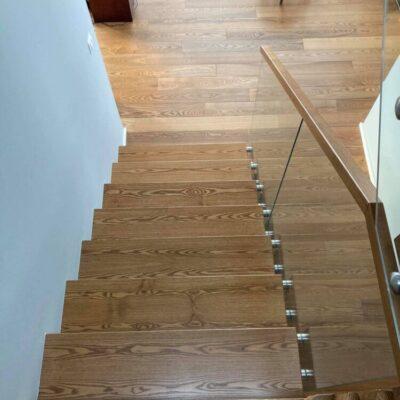 schody-wspornikowe-jesionowe-balustrada-szklana-4.jpg