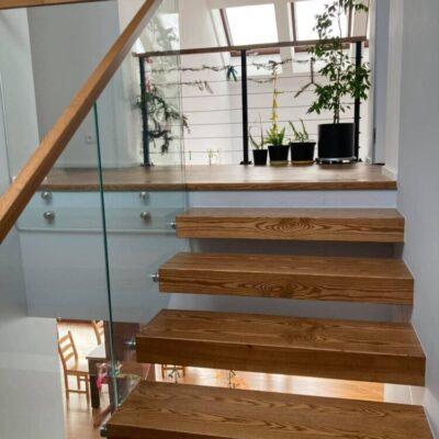 schody-wspornikowe-jesionowe-balustrada-szklana-6.jpg