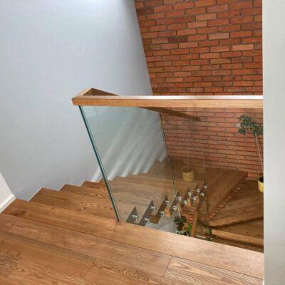 schody-wspornikowe-jesionowe-balustrada-szklana-7.jpg
